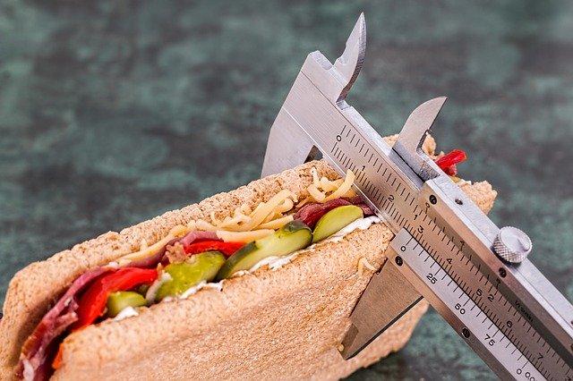 Comportamentos comuns que podem dificultar a sua perda de peso